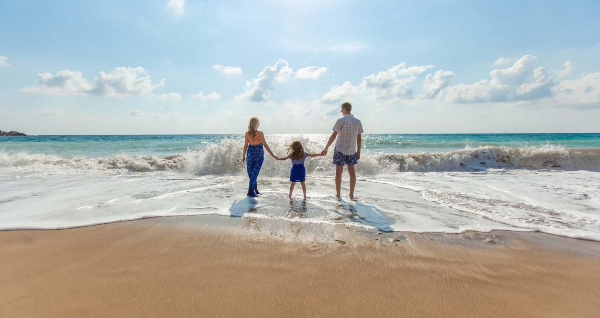 Family photo on the beach: are family ran businesses more successful?